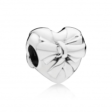 Brilliant Heart Bow Charm 797303