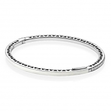 Pearlescent Radiant Hearts Bangle 590537EN23